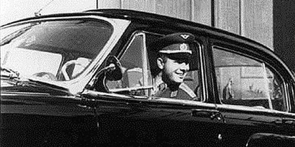 «Красивые» номера были и в СССР. Скажем, после возвращения с орбиты Юрию Гагарину подарили правительственный ГАЗ-21 «Волга» с особым памятным набором цифр и букв. Вы их, их конечно же, без труда назовете, если вспомните историю космонавтики.