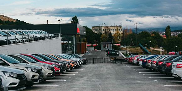 Автомобили дорожают во всех сегментах: от премиального до бюджетного. А как вы думаете, остались ли в России новые машины дешевле 500 000 рублей?