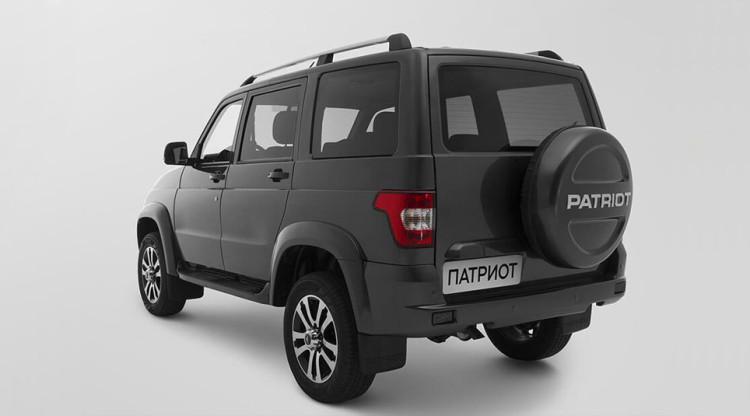Внедорожник УАЗ Patriot за 10 лет конвейерной жизни был неоднократно модернизирован. Обновлялись внешность и салон, появлялись новые опции. Какого года выпуска этот автомобиль?