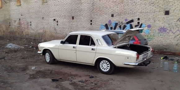 Вместо тонировки в СССР использовались шторки – сшитые или плетеные в домашних условиях. Но встречались и темные стекла. Как их делали?