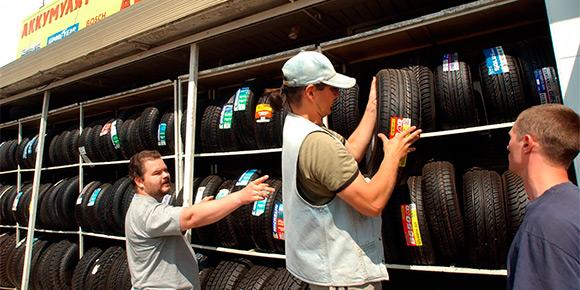 Одной из самых обсуждаемых тем среди автомобилистов в этом году стал штраф за использование зимних шин летом и наоборот. Знаете, какой штраф выпишет инспектор?