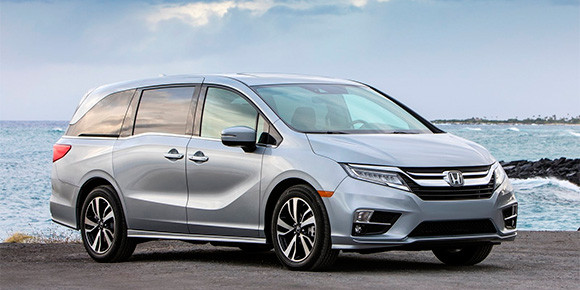 У современного минивэна Honda Odyssey есть множество необычных опций – от камеры с изменяемыми углами обзора до системы усиления голоса для переговоров между водителем и задними пассажирами. А еще для него предлагают штатный бытовой прибор, который можно найти в любой квартире, но никак не в автомобиле. Что это?