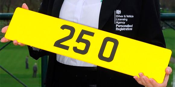 А вот в Великобритании самый дорогой номер был продан 2014 г. за 520 тыс. фунтов стерлингов. Чем примечателен автомобиль, на который повесили знак «25 О»?
