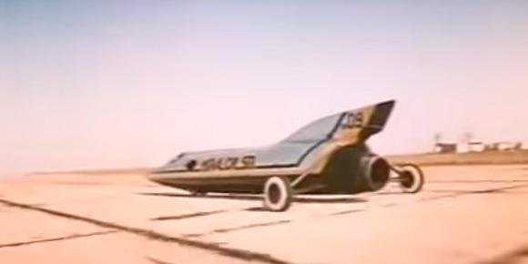 Советский дрэгстер? Было и такое! Точнее, это настоящий турбореактивный снаряд ХАДИ-9, созданный для установления рекорда скорости. Для съемок в кино ему придумали псевдоним — ИГЛА-09-SR. А как назывался сам фильм?