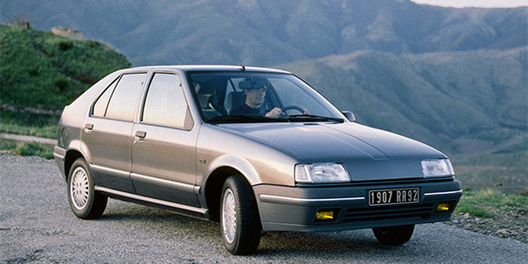 Начнем с простого. Вы, конечно же, должны узнать одну из самых массовых моделей на европейском рынке в 1990-е, в том числе, и в России.