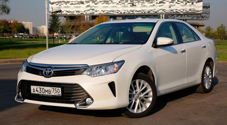Toyota Camry продолжает разрывать дилерские ведомости. Сегодня седан стоит минимум 1 364 000 руб., хотя еще два года назад такую же версию можно было заказать за…