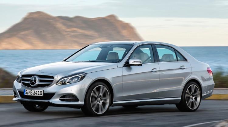 А что, если соберетесь за новым Mercedes E-Class, который теперь стоит от 2 990 000 рублей? Два года назад в России продавалось предыдущее поколение седана, но его стартовый ценник был настолько привлекательным, что в него уже слабо верится. Так сколько стоил E-Class?