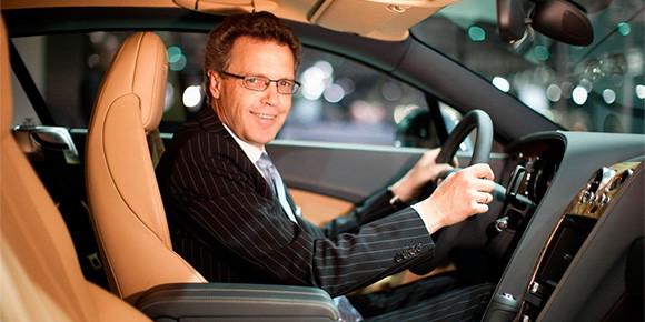 Несколько лет назад тогдашний глава Bugatti Вольфганг Дюрхаймер рассказал о гараже среднестатистического владельца гиперкара Veyron. Каким числом топ-менеджер описал среднее количество машин такого человека?
