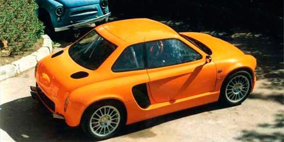 Будучи автомобилем по-настоящему народным, «Запорожец» не мог ускользнуть от внимания тюнеров. Если вы болели машинами в конце девяностых, наверняка помните вот этот сумасшедший проект — а значит, без труда ответите, кто поделился двигателем с «заводным апельсином» от компании El-Motors.