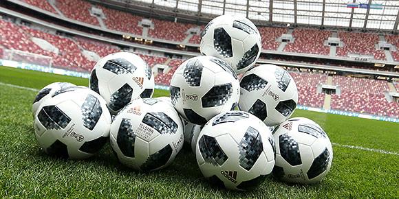И, наконец, действительно футбольный вопрос. А какая улица в Москве носит имя знаменитого советского игрока?
