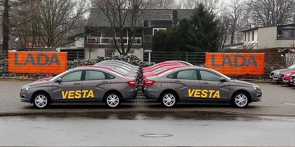 Раз уж экспорт налажен, интересно будет узнать, насколько наши машины конкурентноспособны в Европе. Сколько в Германии стоит седан Vesta?
