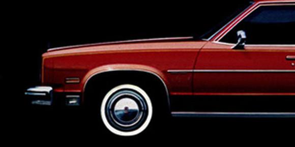 Начав зарабатывать, Михаил купил настоящий американский автомобиль, который сам позже называл мафиозным. Что за модель?