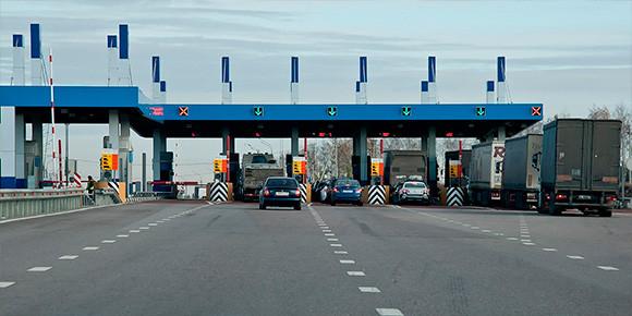 Платных дорог в России становится все больше. Но как штрафуют тех, кто не желает платить за проезд?