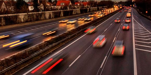 В России запрещено превышать скорость, но по факту все ездят быстрее установленных лимитов. На сколько нужно превысить установленный скоростной режим, чтобы получить штраф?