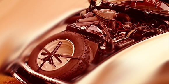 Перед вами совершенно уникальная конструкция конца пятидесятых годов с очень необычной компоновкой, продольным двигателем и приводом на передние колеса. Какие есть варианты?