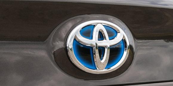 Вернемся в Санкт-Петербург. С 2007 г. компания Toyota выпускает там седаны Camry, а в прошлом году на конвейер предприятия встала вторая модель японской марки. Знаете, какая?