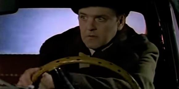 Советское кино воспевало дрифт еще до того, как это стало форсажным мейнстримом! Речь, конечно же, о знаменитых пируэтах Ипполита из «Иронии судьбы» на льду Невы. Да и культуру «жиг-бокоходов» Эльдар Рязанов предсказал весьма точно. А вам наверняка не составит труда вспомнить конкретную модель.
