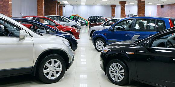 Недавно компания PwC провела исследование российского рынка, в рамках которого, в том числе, выяснились самые невыгодные для перепродажи автомобили. Представители какого сегмента больше всего теряют в цене после трех лет эксплуатации?