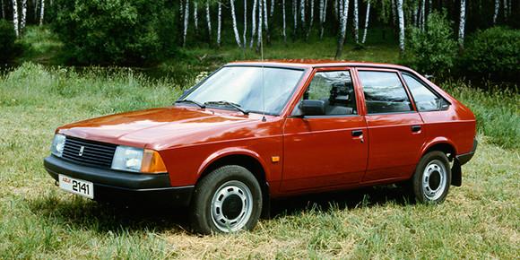 «Москвич-2141» — внешне вполне себе самостоятельный автомобиль, чего, к сожалению, нельзя сказать о технической части. Коллектив АЗЛК даже очень обиделся, когда получил указание скопировать: