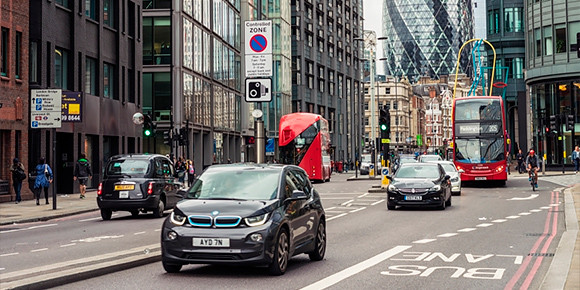 Дорожные комплексы Великобритании уже сегодня умеют делать даже более нестандартные штуки. Как думаете, за что еще там штрафуют в автоматическом режиме?
