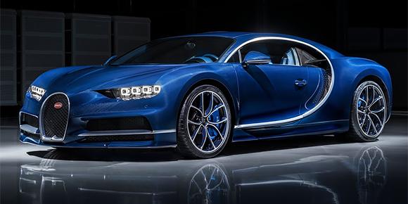 Этот легендарный спортсмен легко обгоняет на ногах Bugatti Veyron. Ему одному из первых доверили испытать новый Chiron на гоночном треке. Bugatti – не единственный редкий гиперкар в его личной коллекции. Угадали, кто это?