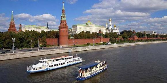 Давайте для разминки начнем не с автомобилей. Прошлой осенью в Москве был угнан теплоход на Москве-реке. Угонщика быстро поймали, когда он причалил к другому теплоходу. Оказалось, что мужчина был пьян. Что в итоге с ним сделали?