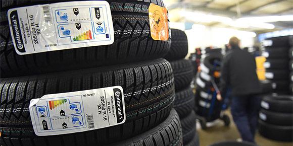 Знаете ли вы, чем принципиально отличаются летние и зимние шины, кроме рисунка протектора и возможного наличия ошиповки?