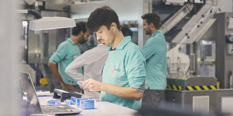 Производство табачных стиков на фабрике Philip Morris International в Болонье, Италия