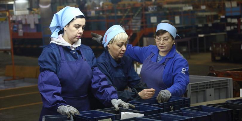 Работницы завода КамАЗ