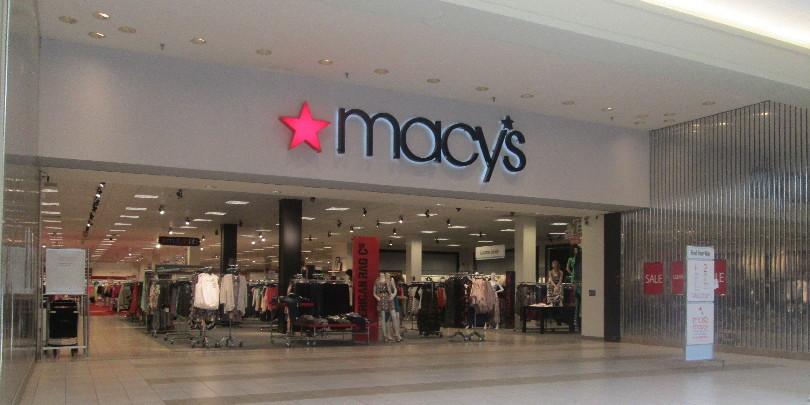 Вход в магазин Macy's в американском торговом центре