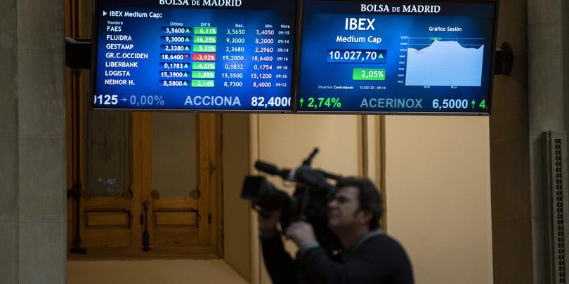 Монитор, показывающий динамику индексов на Мадридской бирже
