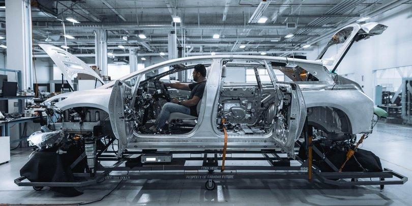 Сборка электромобилей на заводе Faraday Future