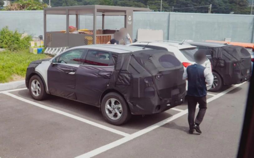 Новый Kia Sportage сфотографировали на парковке