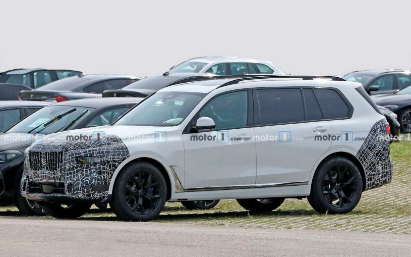 Обновленный кроссовер BMW X7 впервые заметили на тестах