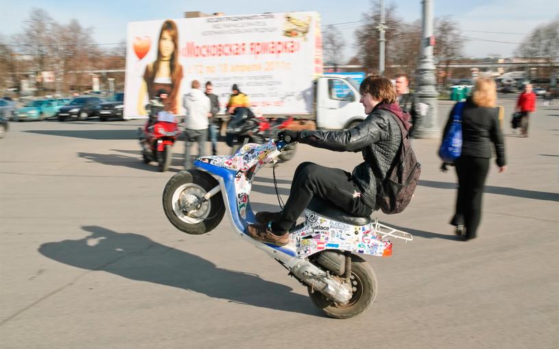 ГИБДД перечислила штрафы для владельцев мотоциклов и скутеров