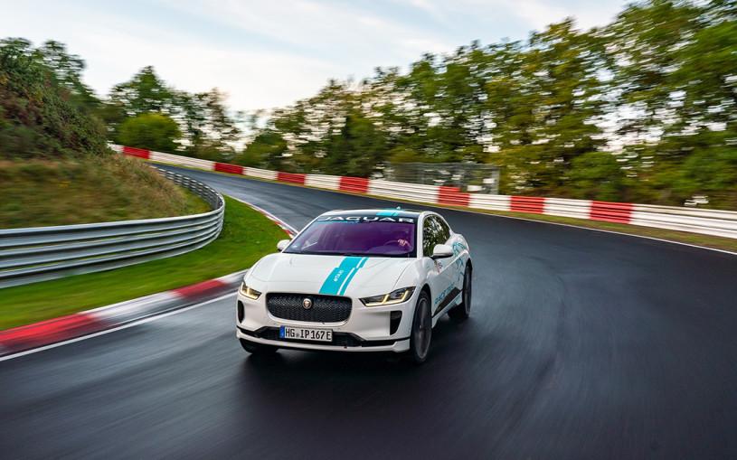 Jaguar превратил I-Pace в первое в мире гоночное такси на электротяге