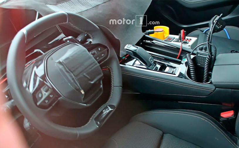 Впервые сфотографирован интерьер нового Peugeot 508