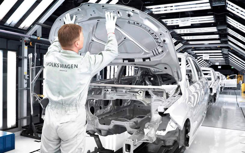 Volkswagen сократит производство машин в России