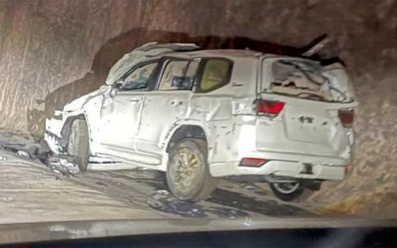 Автовоз с новыми Land Cruiser 300 попал в аварию. Видео