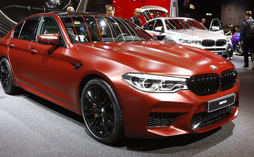 Видео: первое знакомство с новой BMW M5