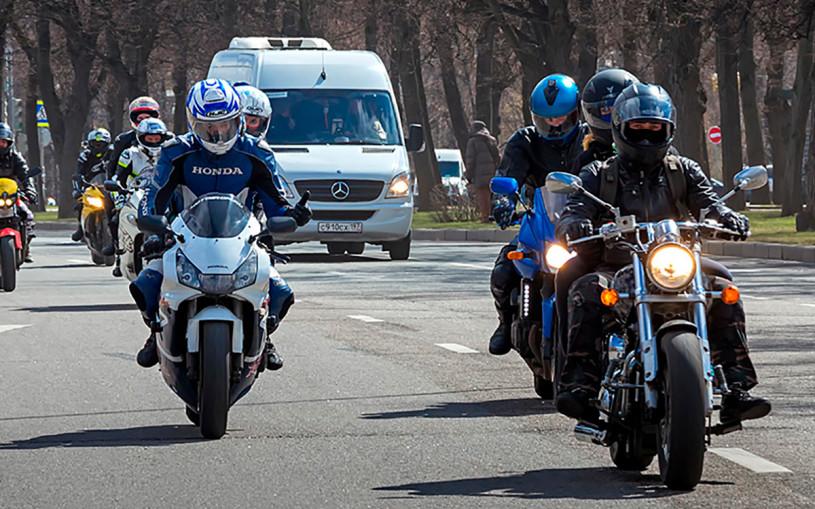 В Госдуме предложили штрафовать байкеров за опасную езду