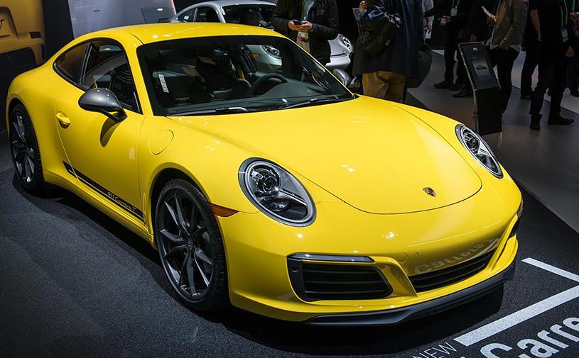 Porsche выпустила облегченную версию купе 911 Carrera