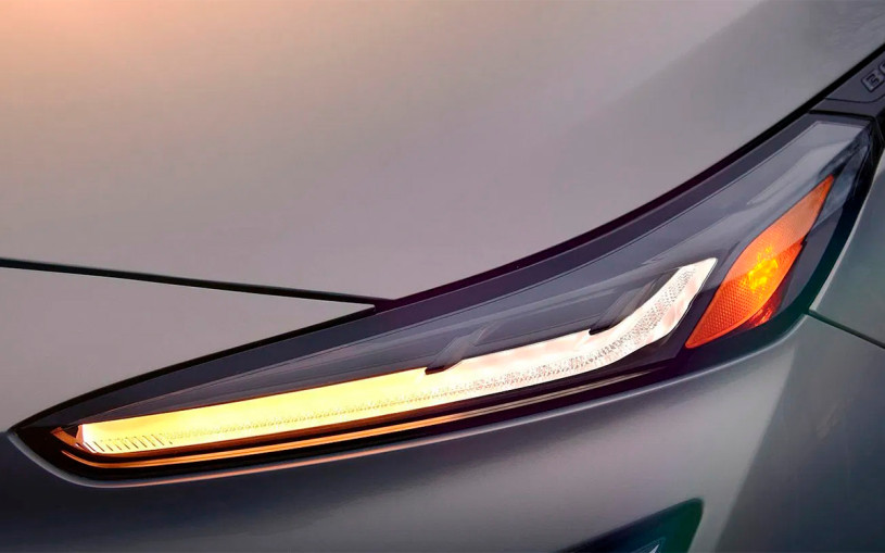 Chevrolet показал оптику нового кроссовера