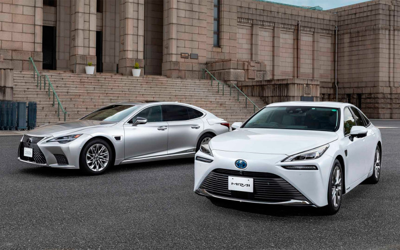 Автомобили Toyota и Lexus получили автопилот. Видео