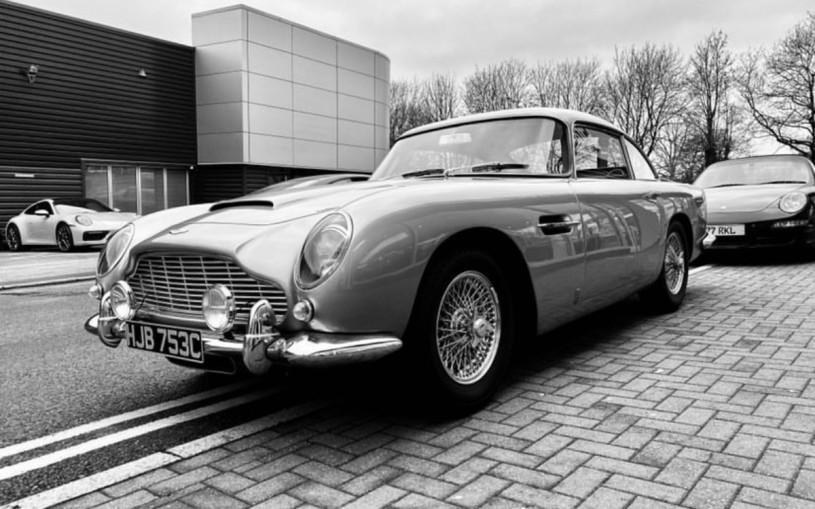 В Великобритании угнали редкий «бондовский» Aston Martin DB5