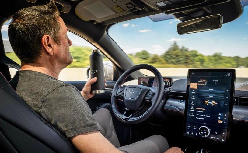 Электрический Mustang станет первым Ford с функцией езды без рук