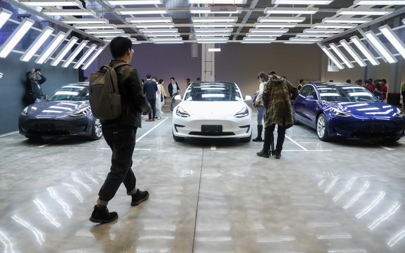 Tesla перестала возвращать деньги тем, кто хочет сдать машины обратно