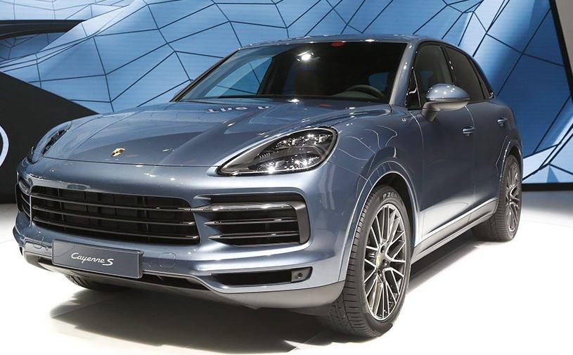 Новый Porsche Cayenne: моторы, опции и дата продаж в России