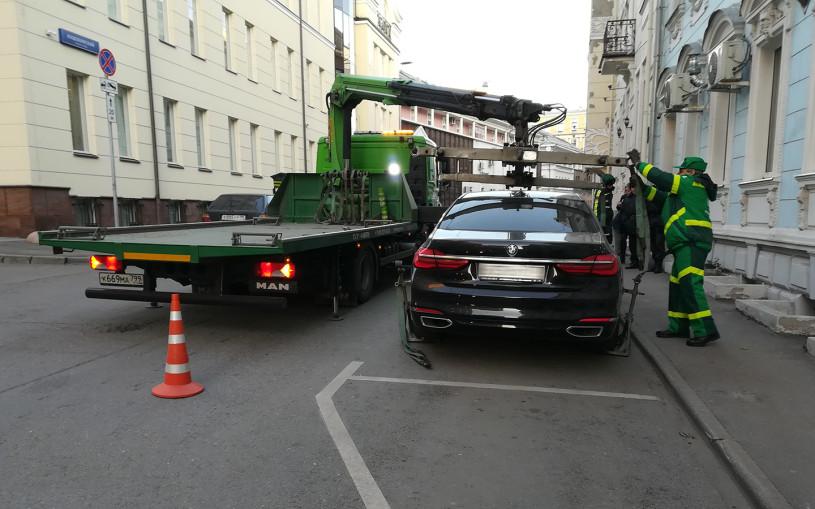 В Москве за неправильную парковку чаще всего эвакуировали машины Mercedes