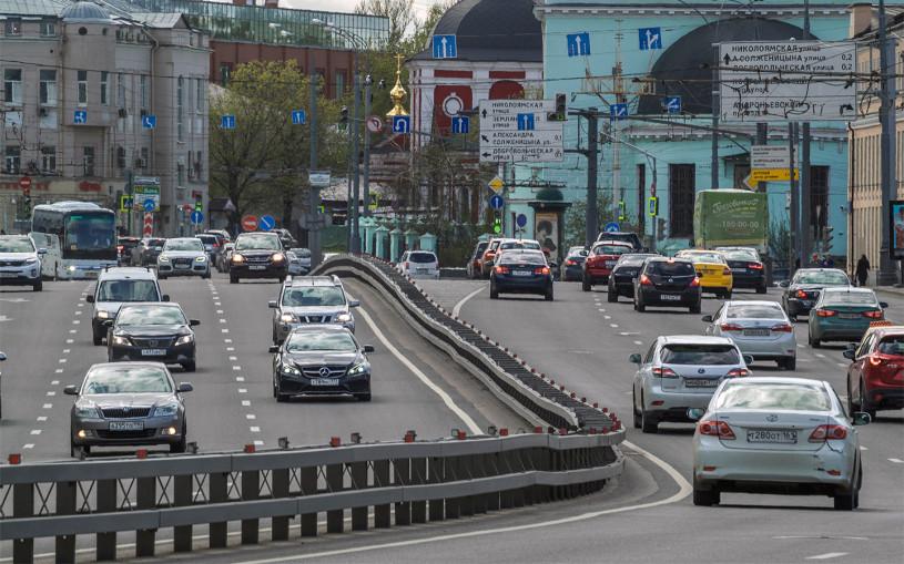 «Есть риск вылететь на встречку». Названы 8 самых опасных дорог Москвы